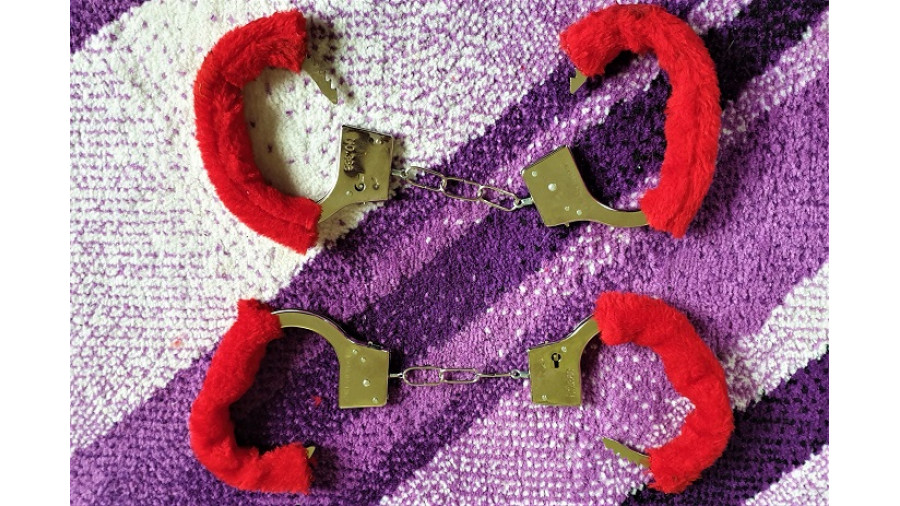 2x Handcuffs with Red Fluffy Cover + keys
